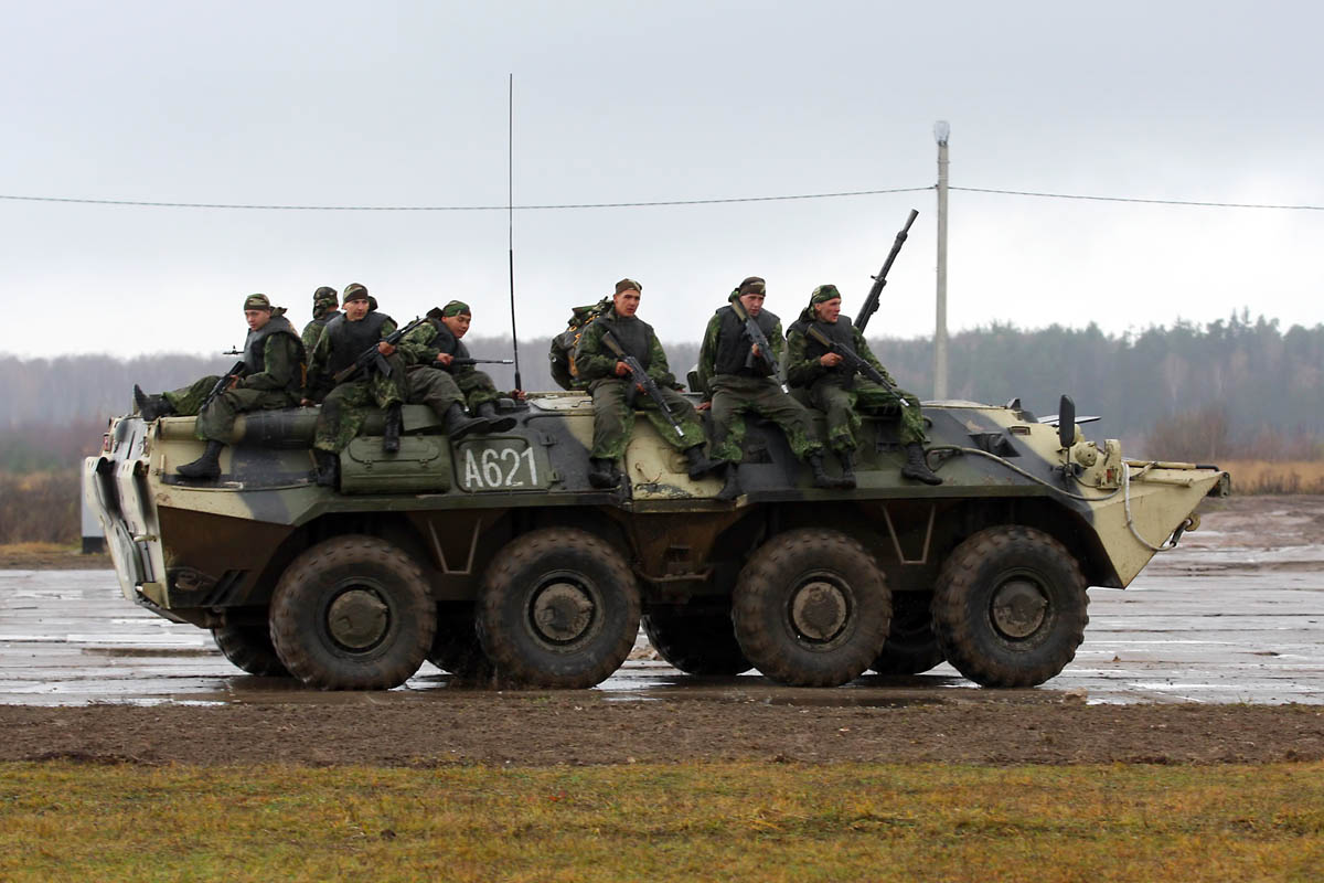 Bassens ( 33)  en photo - Page 2 BTR-80-VKuzmin