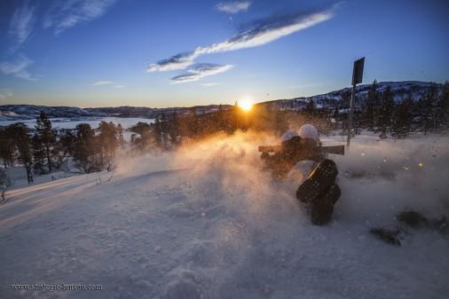 Elevene ved Heimevernets befalsskole trenes i ekstrem arktisk natur under det halve året med utdanning. Fokuset på skolen er operativ jegertjeneste og stiller høye krav til elevene.