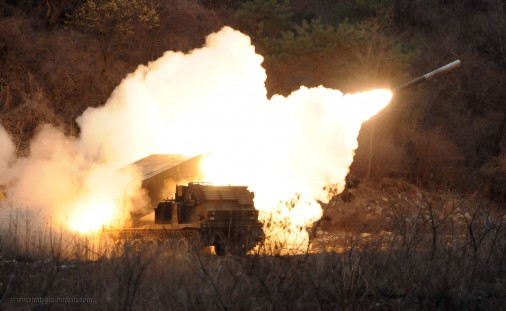 M270-MLRS-lrm-USA-002-tir