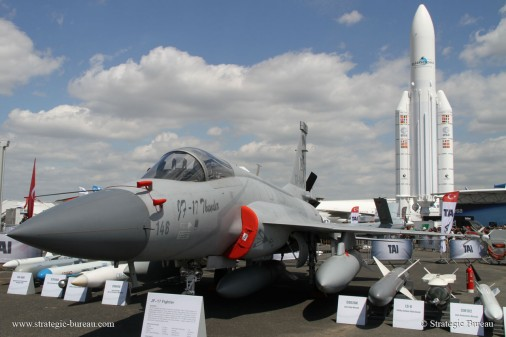 JF-17_Bourget2015 A001