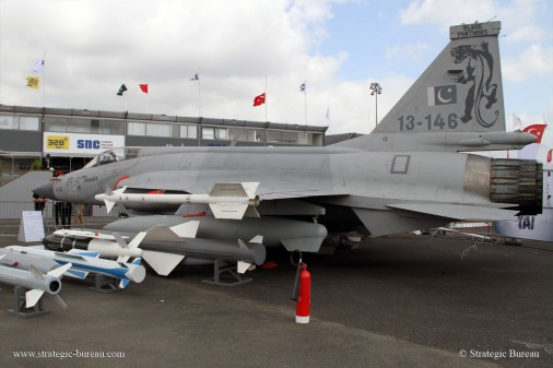 JF-17_Bourget2015 A005