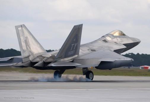 F-22 003