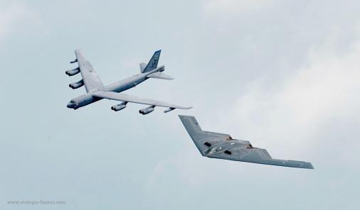 B-2_Spirit_Bombardier_USA_003_B-52