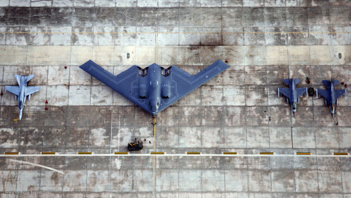B-2_Spirit_Bombardier_USA_011_F-18_F-16