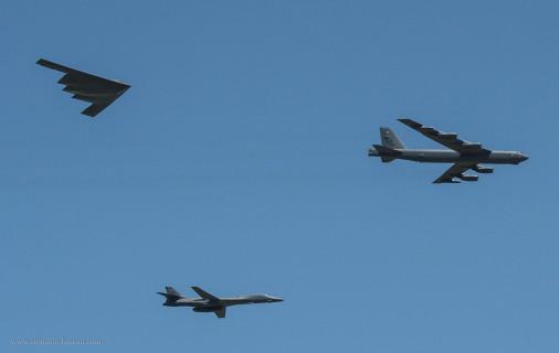 B-2_Spirit_Bombardier_USA_012_B-1B_B-52