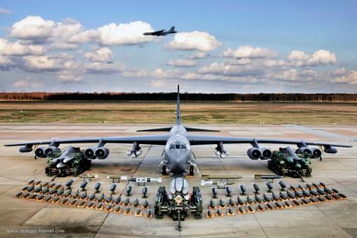 B-52_bombardier_USA_003