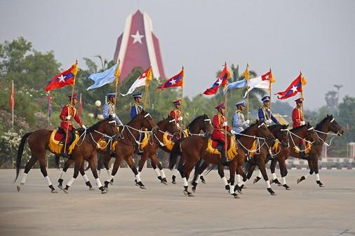Myanmar-Defile-002