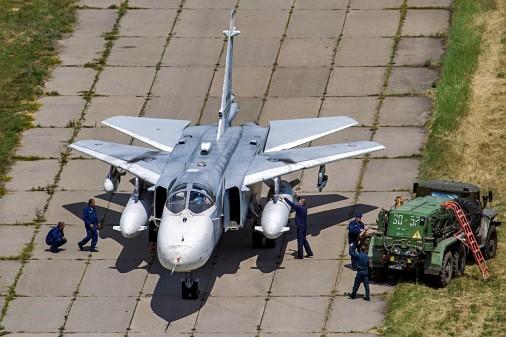 Su-24_bombardier_Russie_004