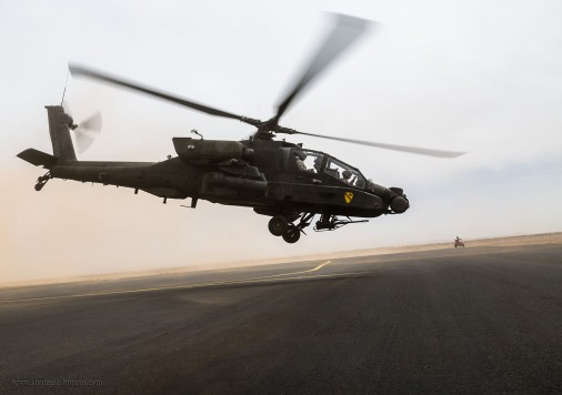T0303_AH-64_Apache_helicoptere_USA