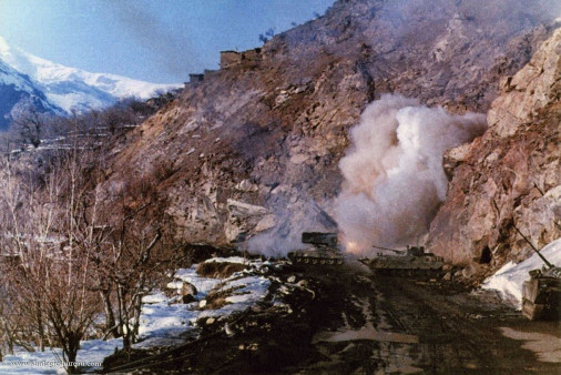 TOS-1_lrm_Russie_005_Afganistan_tir