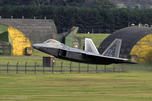 T0807_chasseurs_USA-Russie_F-22