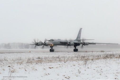 Tu-95_bombardier_Russie_A103_hiver