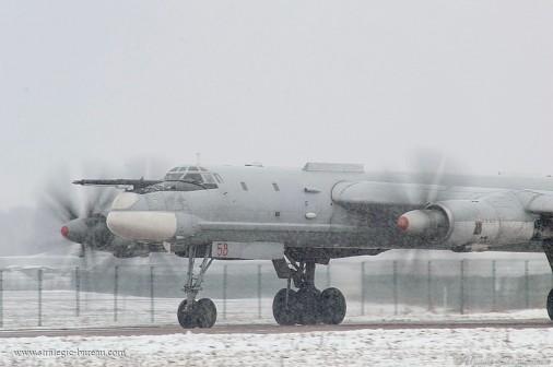 Tu-95_bombardier_Russie_A104_hiver