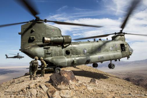 CH-47_Chinook_UK_A101_AH-64
