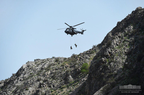 Ouzbekistan_Army_A104