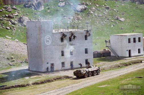 Ouzbekistan_Army_A105