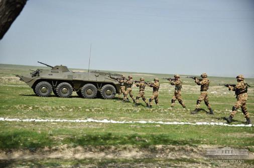 Ouzbekistan_Army_A106_BTR-70