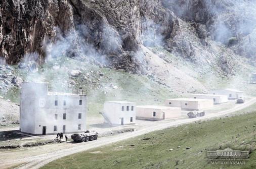 Ouzbekistan_Army_A107_BTR-70