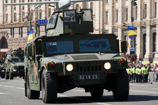 Defilé_Ukraine-2018_009_HMMWV_drone