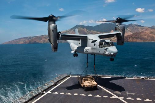 MV-22B_Osprey_helico_USA_A101_HMMWV