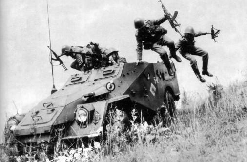 BTR-40_4x4_URSS_Russie_003
