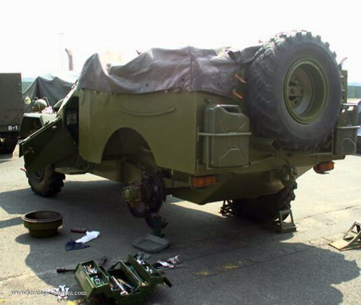 BTR-40_4x4_URSS_Russie_005