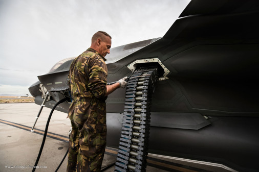 F-35A_chasseur_USA_A101_Pays-Bas_canon