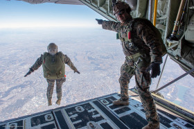 USMC_saut_parachute_A101