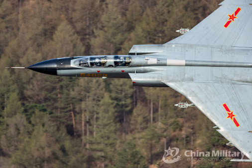 JH-7_bombardier_Chine_003