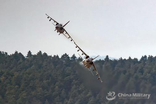 JH-7_bombardier_Chine_007