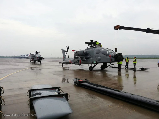 AH-64E_helicoptere_USA_A202_Inde