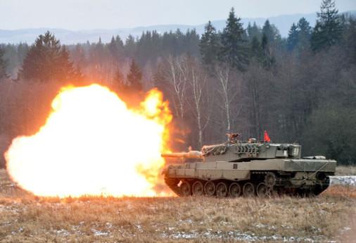 Leopard2A4_char_tir_Autriche_A100A