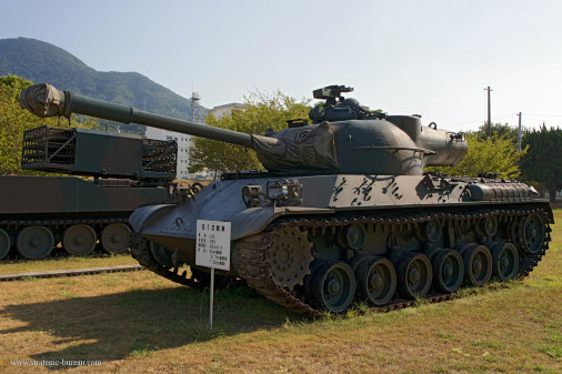 Type-61_char_Japon_001_Type-75