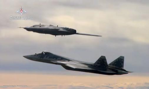 Okhotnik_drone_Russie_A301_Su-57