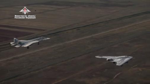 Okhotnik_drone_Russie_A302_Su-57