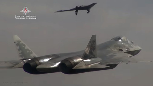 Okhotnik_drone_Russie_A303_Su-57