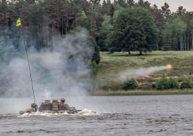 BMP-1_Pologne_A100A_franchissement_tir