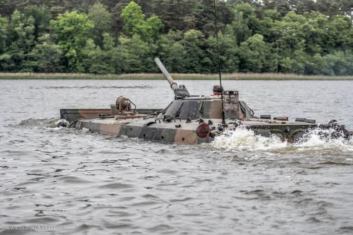 BMP-1_Pologne_A101_franchissement_tir