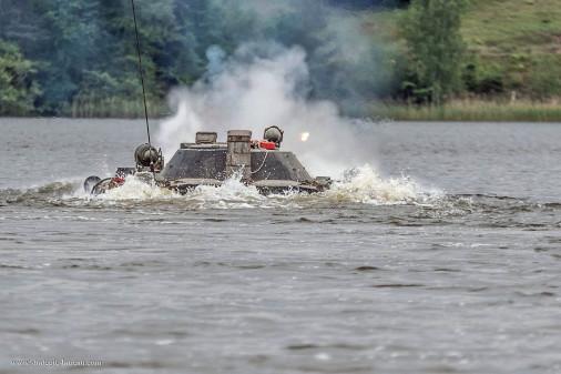 BMP-1_Pologne_A103_franchissement_tir