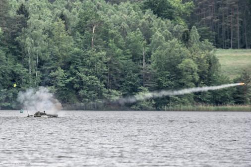 BMP-1_Pologne_A106_franchissement_tir