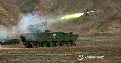 HJ-10_missile_Chine_A102_tir