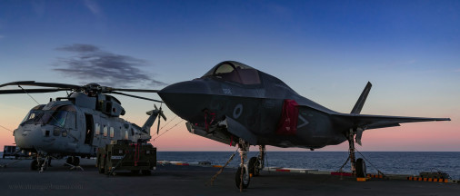 Porte-avions_Queen_Elizabeth_UK_A204_F-35B_AW109_Merlin