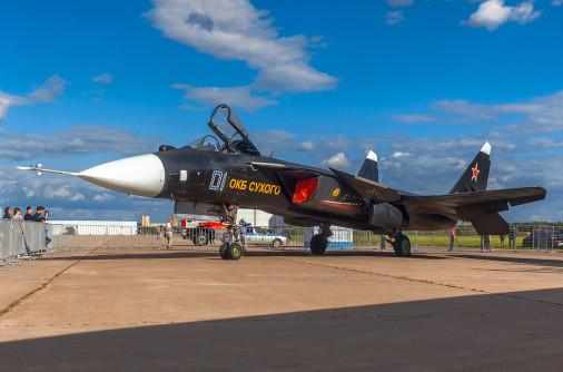 Su-47_S-37_projet_chasseur_Russie_001