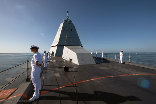 DDG-100_Zumwalt_destroyer_USA_A402