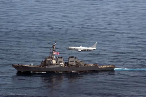 P-8A_Poseidon_survole_USS_Donald_Cook_A101