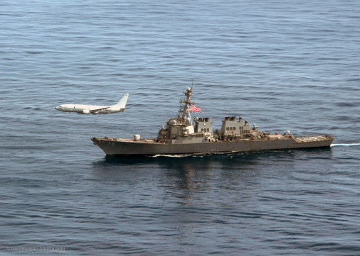 P-8A_Poseidon_survole_USS_Donald_Cook_A102