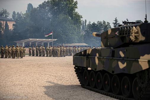 Leopard-2A4HU_char_Hongrie_A102