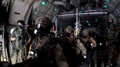 Parachutage_THA_belge_A102_C-130_Hercules