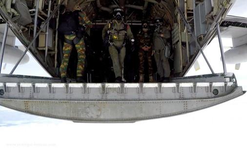 Parachutage_THA_belge_A104_C-130_Hercules