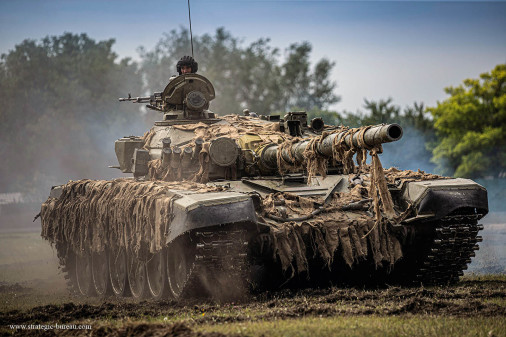 T-72_char_Hongrie_A100A_demonstration